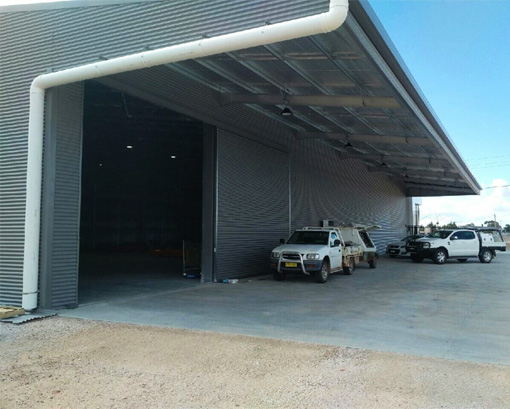 Industrial shed building with cantilever awning